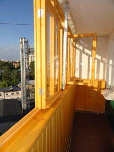 Деревянные окна на лоджию