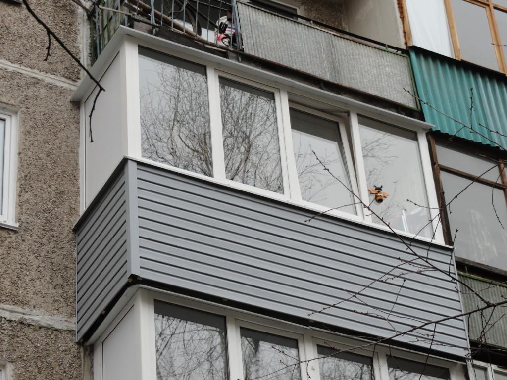закрыть балкон сайдингом