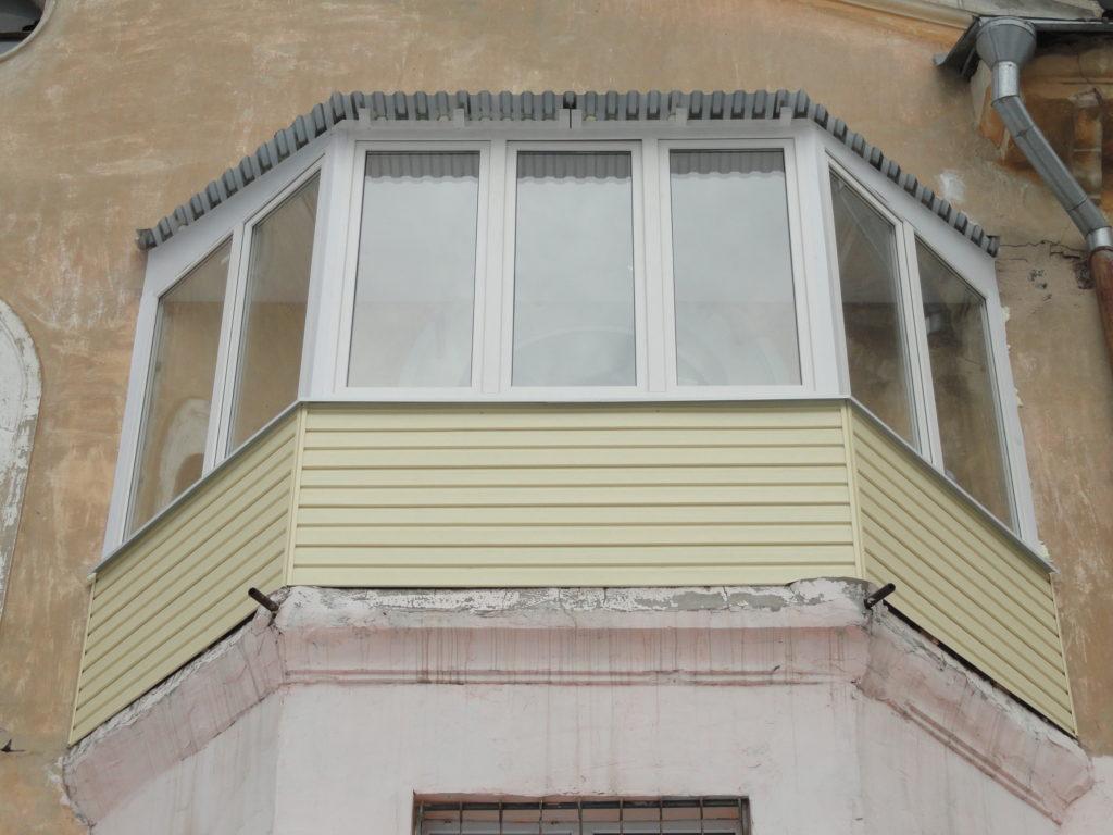 Балкон нестандартной формы в Нижнем Новгороде